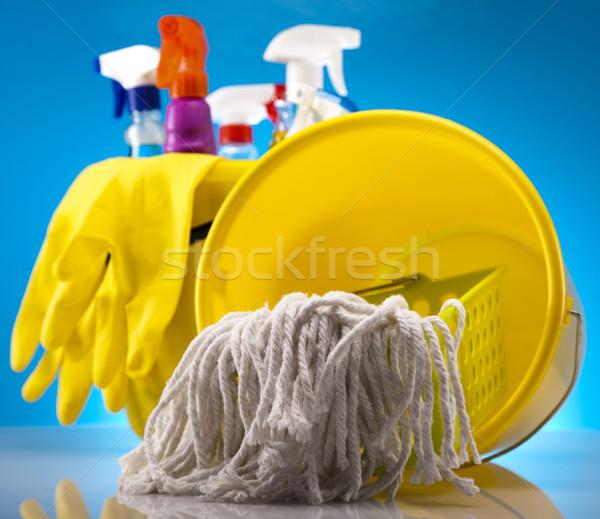 Foto stock: Produtos · de · limpeza · trabalhar · casa · garrafa · vermelho · serviço