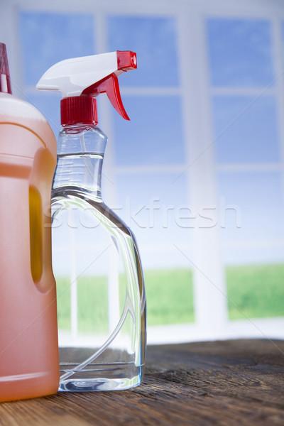 Casa limpeza produto mesa de madeira janela produtos de limpeza Foto stock © JanPietruszka