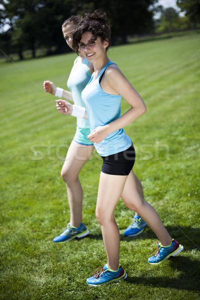 Szkolenia kobieta uruchomiony dziewczyna sportu Zdjęcia stock © JanPietruszka