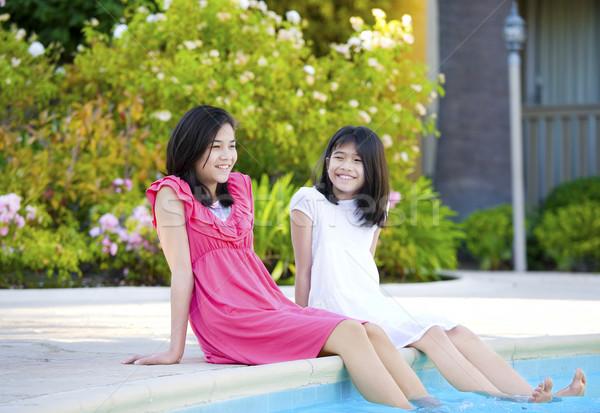 два молодые девочек сидят Бассейн улыбаясь Сток-фото © jarenwicklund