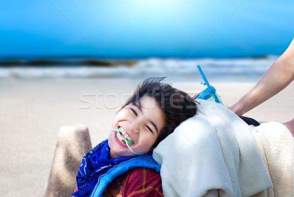 ストックフォト: 幸せ · 無効になって · 少年 · 車いす · 海 · ビーチ
