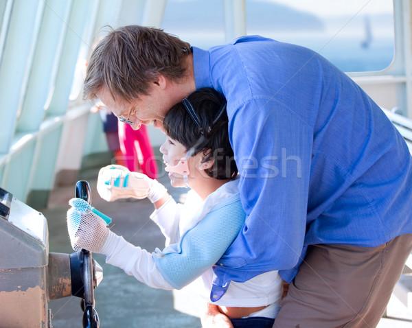 Vader helpen gehandicapten zoon spelen stuur Stockfoto © jarenwicklund