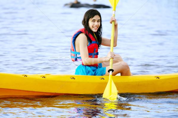Tienermeisje Geel kajak meer water boot Stockfoto © jarenwicklund