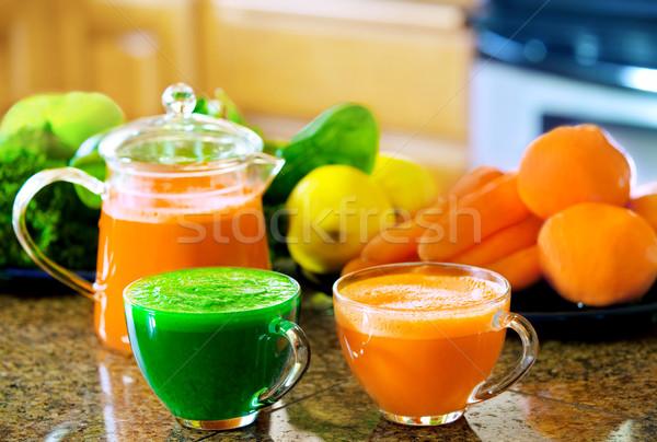 Dois suco balcão da cozinha legumes Foto stock © jarenwicklund