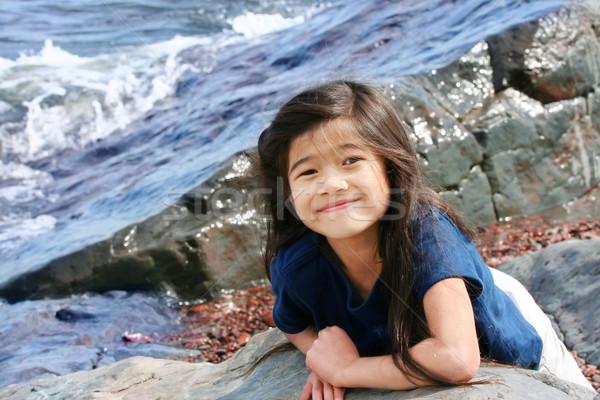 Kind spielen Seeufer Wasser Mädchen Sommer Stock foto © jarenwicklund