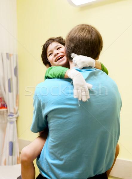 Wenig Junge Sitzung lachen Stock foto © jarenwicklund