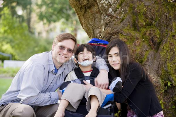 Mozgássérült fiú apa lánytestvér boldog agyi Stock fotó © jarenwicklund