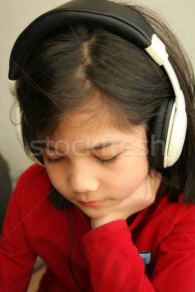 Gyermek szomorú zenét hallgat fejhallgató ázsiai egyedül Stock fotó © jarenwicklund