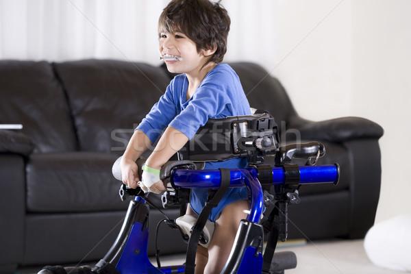 Mozgássérült gyermek agyi áll boldog nappali Stock fotó © jarenwicklund