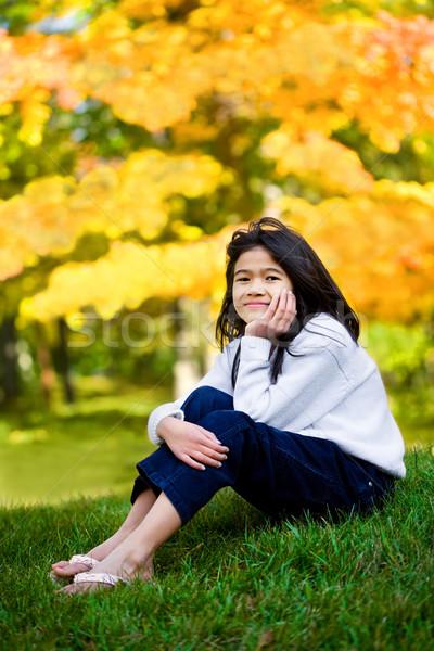 Petite fille séance pelouse automne fille herbe Photo stock © jarenwicklund