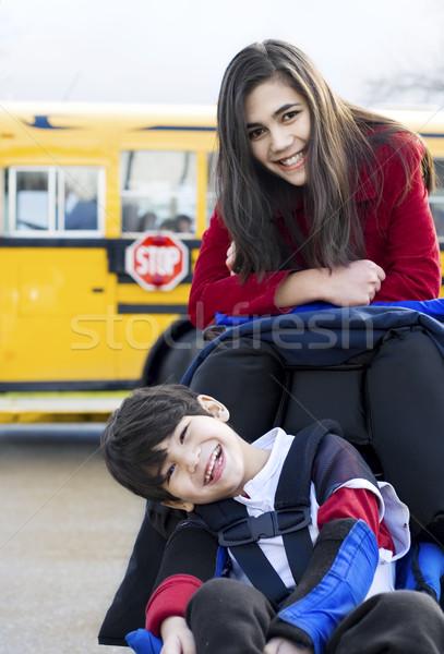 Сток-фото: инвалидов · брат · коляске · школьный · автобус · девушки