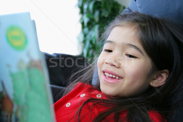 Criança alegremente leitura livro menina casa Foto stock © jarenwicklund