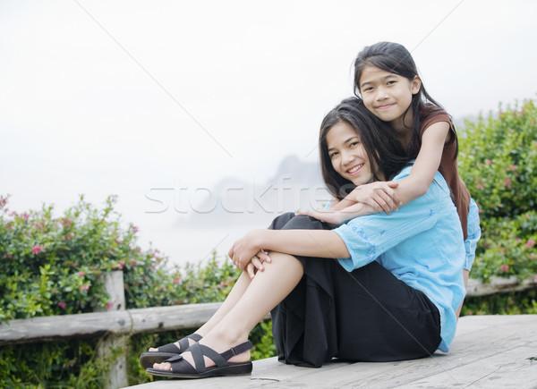 Due ragazze seduta insieme misty Ocean Foto d'archivio © jarenwicklund