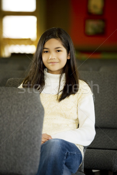 Kislány ül templom ázsiai mosolyog gyönyörű Stock fotó © jarenwicklund