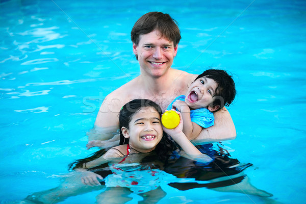 Père enfants piscine deux Photo stock © jarenwicklund