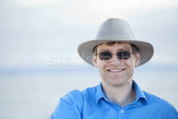 Knappe man vroeg veertigste wazig water Stockfoto © jarenwicklund