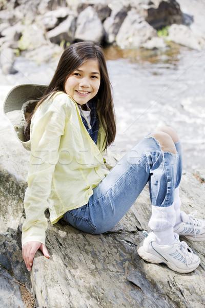 少女 座って 岩 崖 エッジ 川 ストックフォト © jarenwicklund