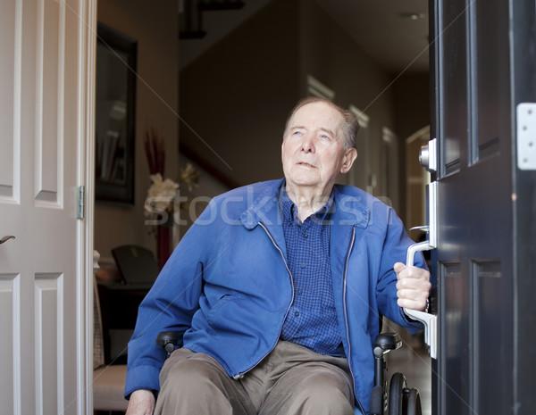 Starszych człowiek wózek przednie drzwi stary Zdjęcia stock © jarenwicklund