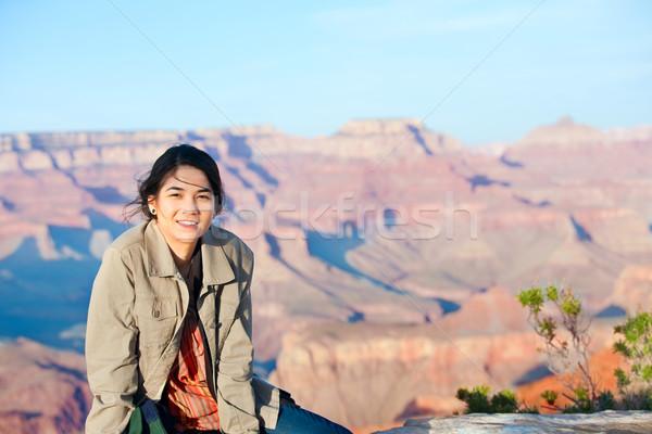 小さな 十代の少女 座って エッジ グランドキャニオン 笑みを浮かべて ストックフォト © jarenwicklund
