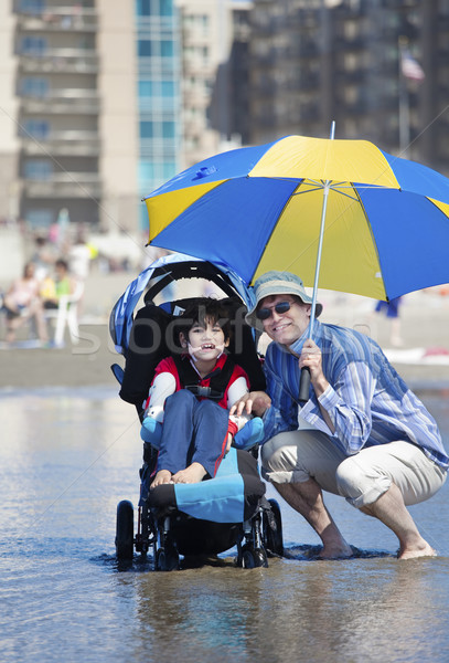 Stockfoto: Vader · strand · gehandicapten · zoon · rolstoel
