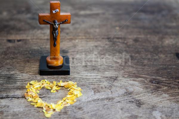 Güzel eski çapraz İsa kalp Stok fotoğraf © jarin13