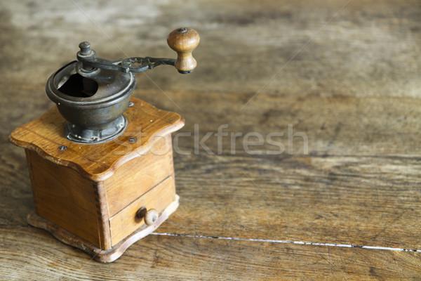 Bağbozumu kahve öğütücü eski ahşap masa Stok fotoğraf © jarin13