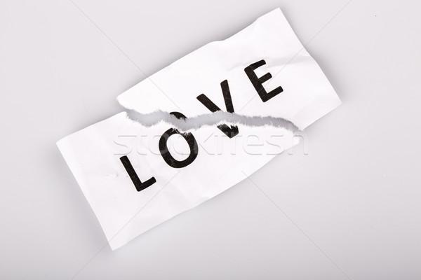 Foto stock: Amor · palavra · escrito · papel · rasgado · branco · papel