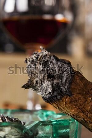Cigare cendrier alcool boire détail fumée Photo stock © jarin13
