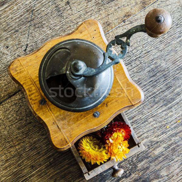 ヴィンテージ 木製 コーヒー ミル グラインダー 黄色の花 ストックフォト © jarin13
