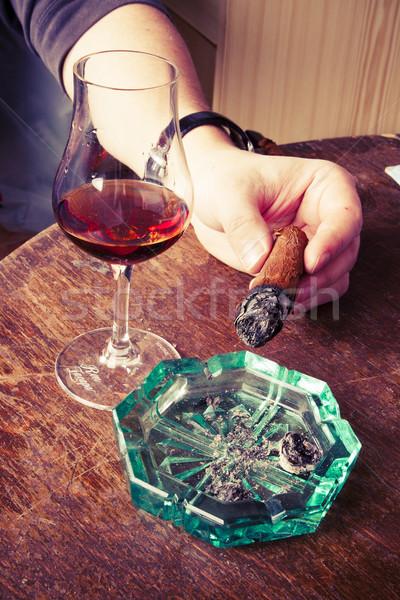 シガー 男 手 ガラス アルコール 緑 ストックフォト © jarin13