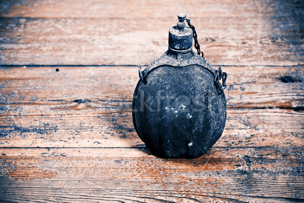 Starych armii butelki vintage podłóg drewnianych wody Zdjęcia stock © jarin13