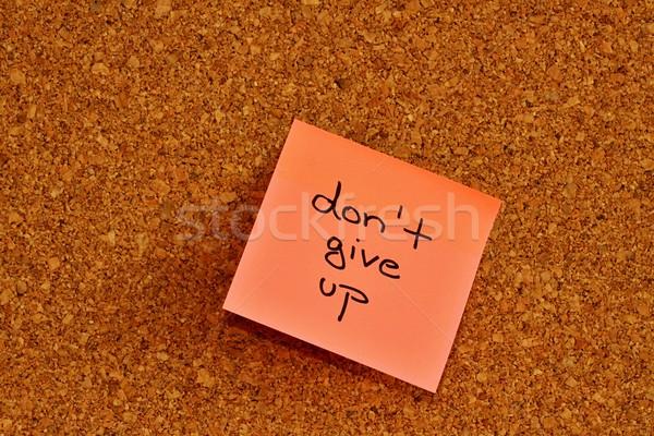 Hirdetőtábla öntapadó jegyzet dugó egy rózsaszín papír Stock fotó © jarin13