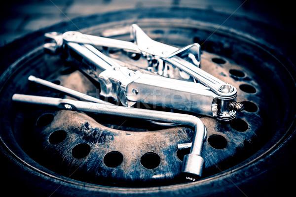 Lastikler tekerlek kış bahar adam araçları Stok fotoğraf © jarin13