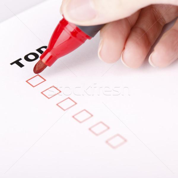 Para hacer la lista mujer mano marcador comprobar aislado Foto stock © jarin13