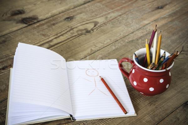 Bağbozumu boya kalemleri kırmızı fincan ahşap zemin ofis Stok fotoğraf © jarin13