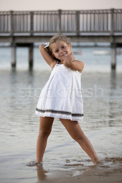 çocuk model güzel kız poz plaj gün batımı Stok fotoğraf © jarp17
