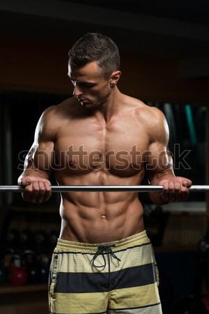Jonge man biceps gespierd man zwaar Stockfoto © Jasminko