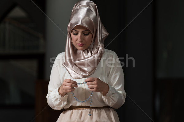 Muszlim imádkozik mecset fiatal nő kezek Stock fotó © Jasminko