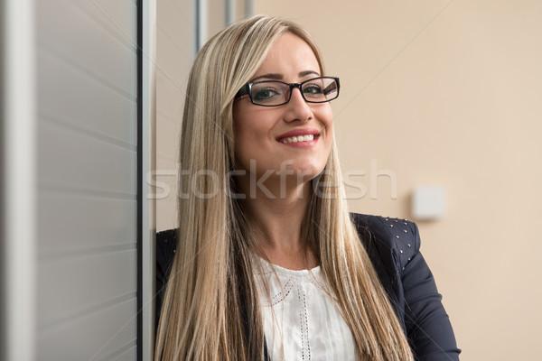 Gondolkodik nő boldog fiatal üzletasszony munka Stock fotó © Jasminko