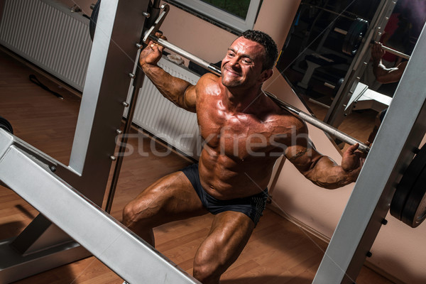Musculação barbell homem corpo ginásio retrato Foto stock © Jasminko