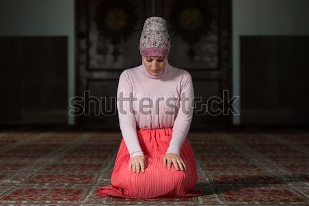 女性 祈り モスク 小さな ムスリム 祈っ ストックフォト © Jasminko