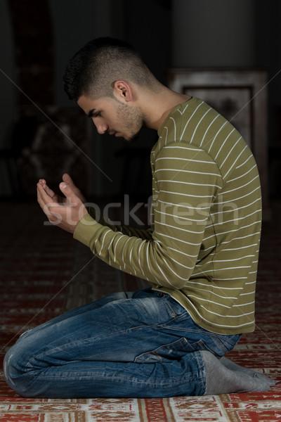 скромный мусульманских молитвы человека молиться мечети Сток-фото © Jasminko