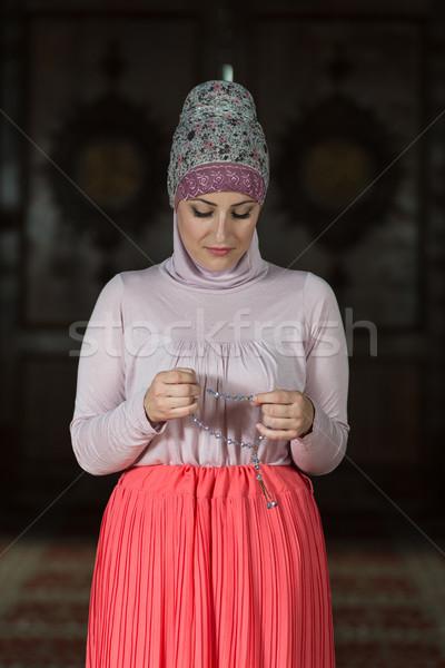 Nő ima mecset fiatal muszlim imádkozik Stock fotó © Jasminko