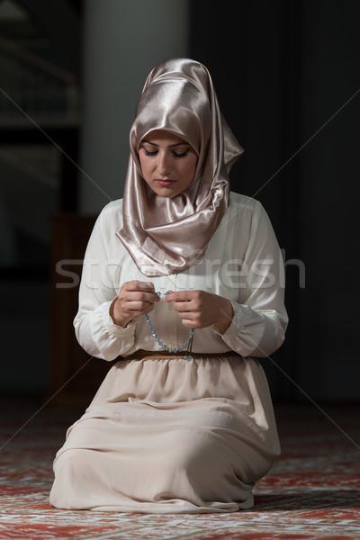 Stock fotó: Megvilágosodás · fiatal · muszlim · nő · imádkozik · mecset
