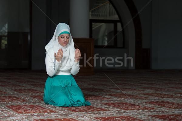 祈り モスク 小さな ムスリム 女性 祈っ ストックフォト © Jasminko