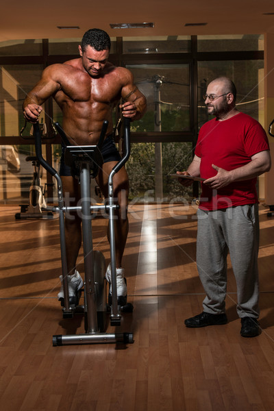 Treinamento ginásio parceiro encorajamento homem esportes Foto stock © Jasminko