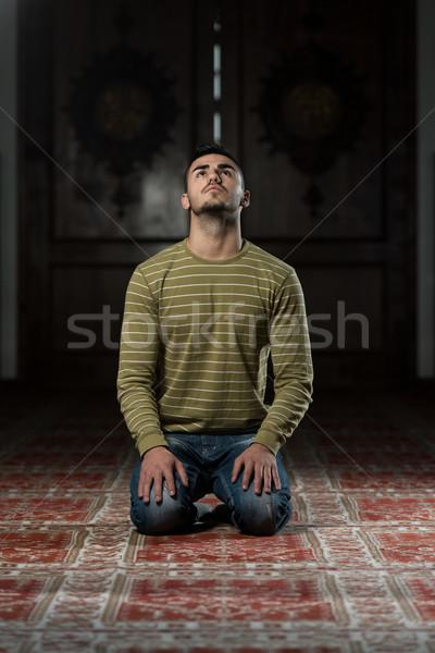 просветление мусульманских человека молиться мечети глаза Сток-фото © Jasminko
