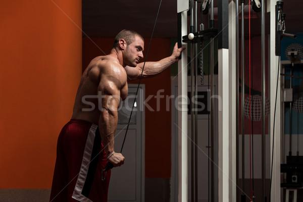 Jonge mannelijke triceps gymnasium bodybuilder zwaar Stockfoto © Jasminko