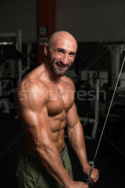 Volwassen bodybuilder triceps oefening gymnasium Stockfoto © Jasminko