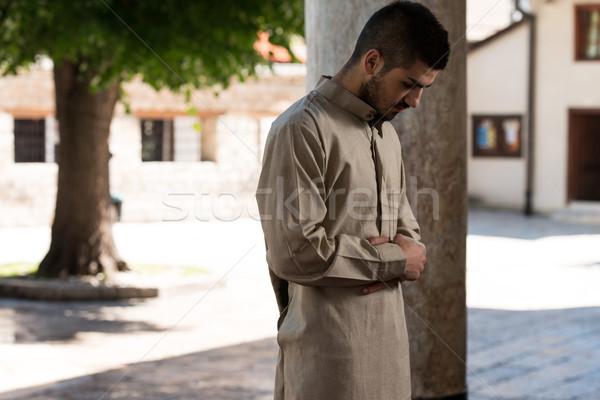 Jeunes musulmans homme prière traditionnel Photo stock © Jasminko
